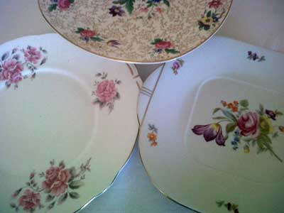 Cake and sandwich plates